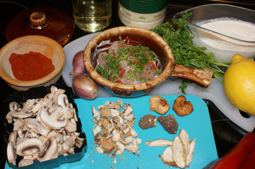 Ingredients for making burbot in mushroom sauce.